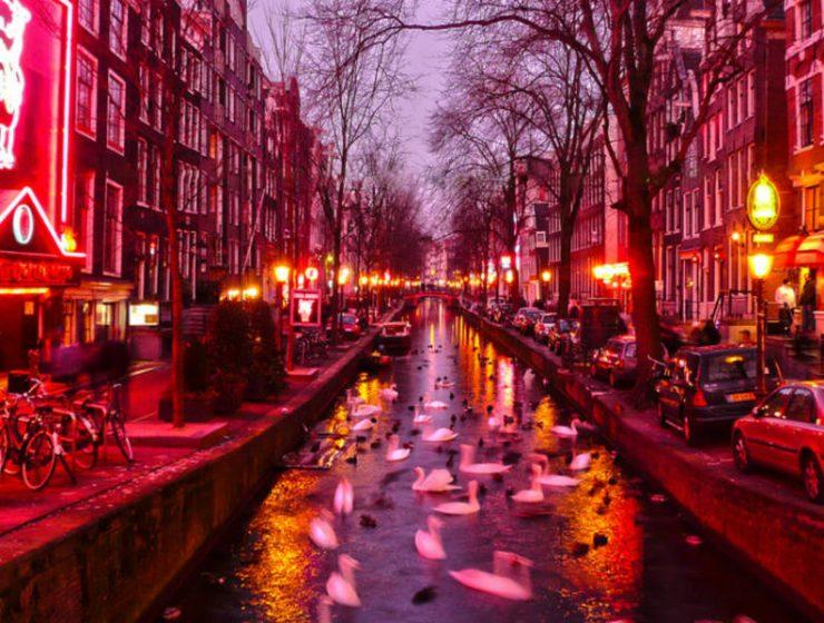 """Άμστερνταμ: Τέλος οι ξεναγήσεις στα διάσημα """"κόκκινα φανάρια""""!"""