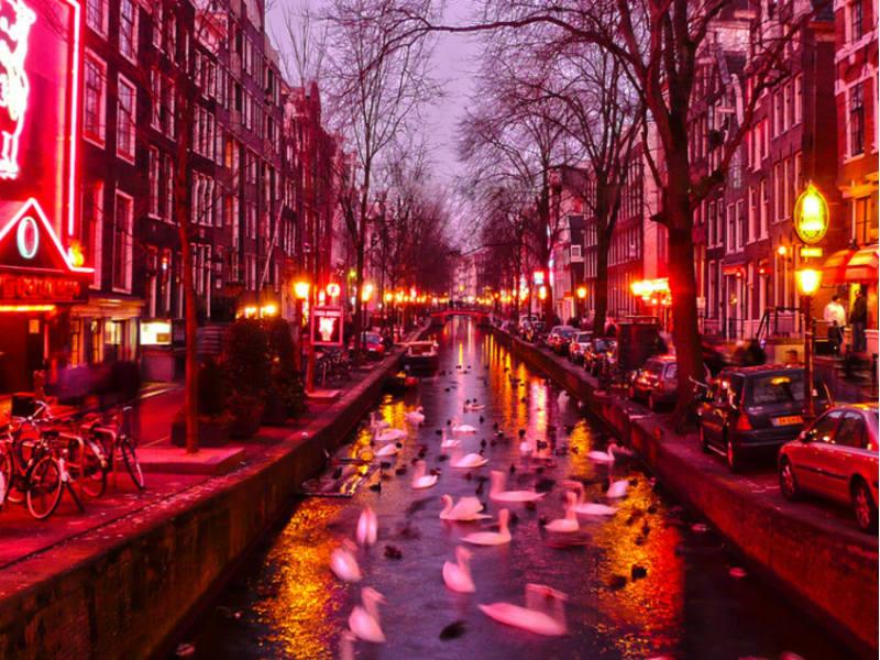 Άμστερνταμ: Τέλος οι ξεναγήσεις στα διάσημα «κόκκινα φανάρια»!