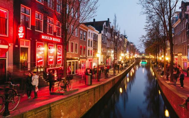 """Στα """"κόκκινα φανάρια"""" του Άμστερνταμ"""