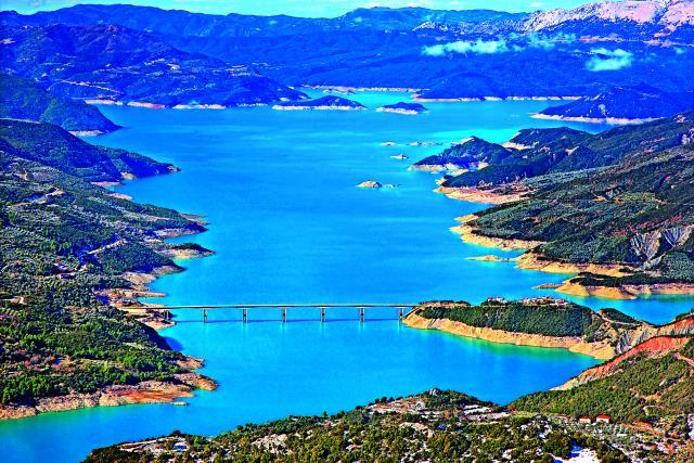 Λίμνη Κρεμαστών: μεγαλύτερη τεχνητή λίμνη της Ελλάδας