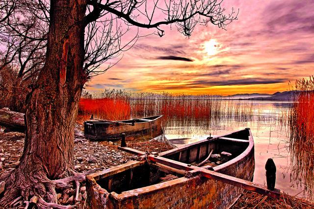 Εντυπωσιακή εικόνα από τη Λίμνη Πετρών
