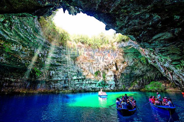 Κεφαλονιά: Το μοναδικό λιμνοσπήλαιο της Μελισσάνης!