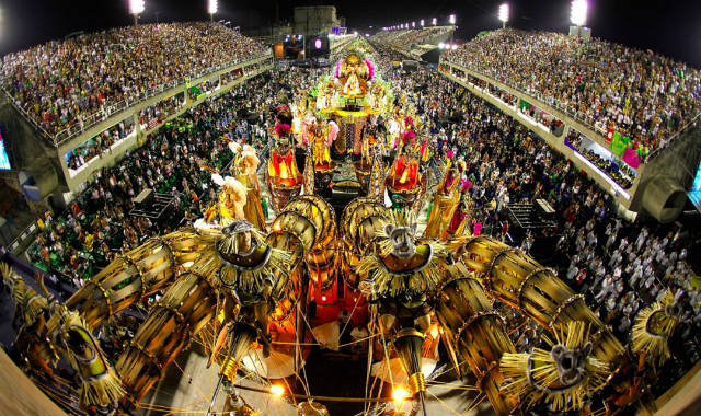 Ξεκίνησε το διάσημο καρναβάλι του Ρίο ντε Τζανέιρο!