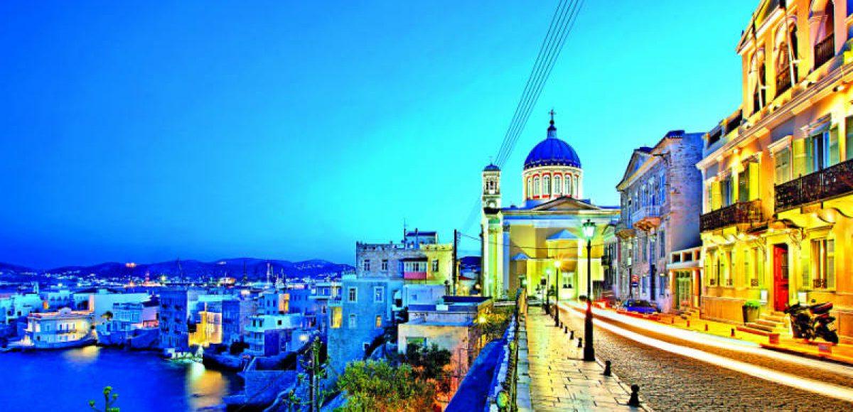 Σύρος: Μυσταγωγικό Πάσχα στο πανέμορφο Κυκλαδονήσι!