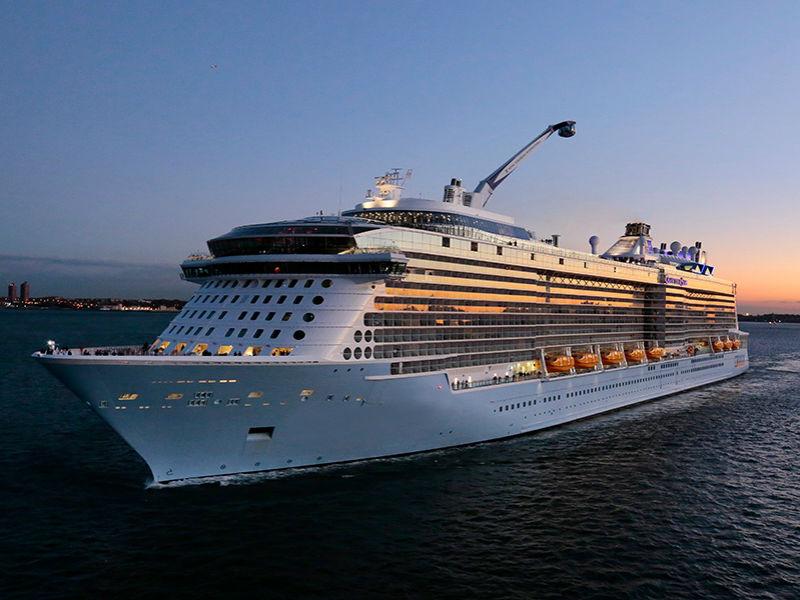 Στο λιμάνι του Πειραιά βρίσκεται το μαγευτικό κρουαζιερόπλοιο «Spectrum of the Seas»!