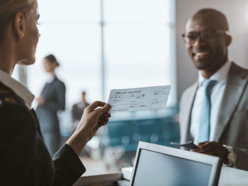 Οι υπάλληλοι αεροδρομίων μοιράζονται 8 tips για αεροπορικά ταξίδια!