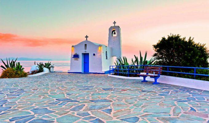 Οι ομορφότερες εκκλησίες της Αθήνας για κατανυκτικό Επιτάφιο και λαμπερή Ανάσταση!
