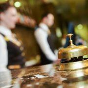 Έρευνα: Πώς κρίνει το προσωπικό των ξενοδοχείων τους τουρίστες!