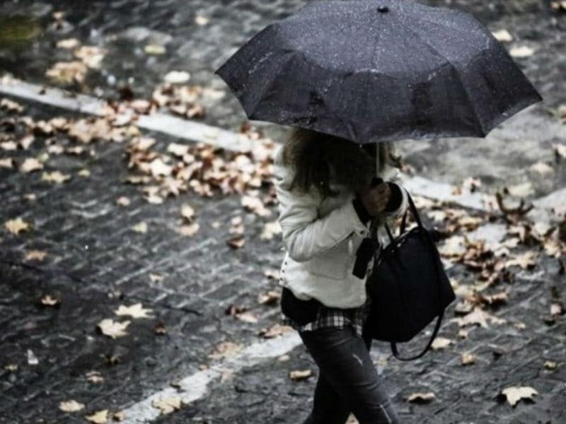 Καιρός: Βροχερός με ισχυρούς ανέμους, αλλά και με άνοδο της θερμοκρασίας!