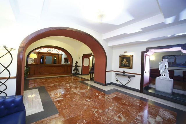 La Pace Hotel Νάπολη lobby