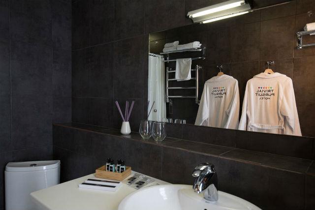Trivial Pursuit Hotel μπάνιο