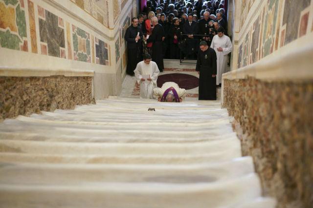 """Το Βατικανό αποκαλύπτει την """"Ιερή Σκάλα"""" του για πρώτη φορά μετά από 300 χρόνια!"""