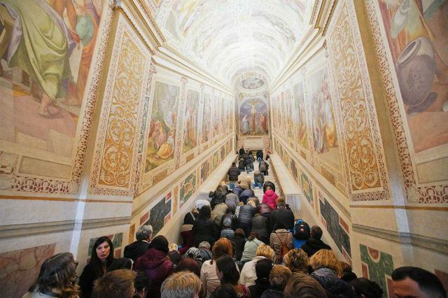 Άνοιξε για το κοινό η Ιερή Σκάλα του Βατικανό