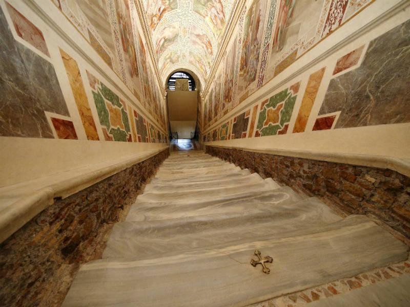 Το Βατικανό αποκαλύπτει την «Ιερή Σκάλα» του για πρώτη φορά μετά από 300 χρόνια!