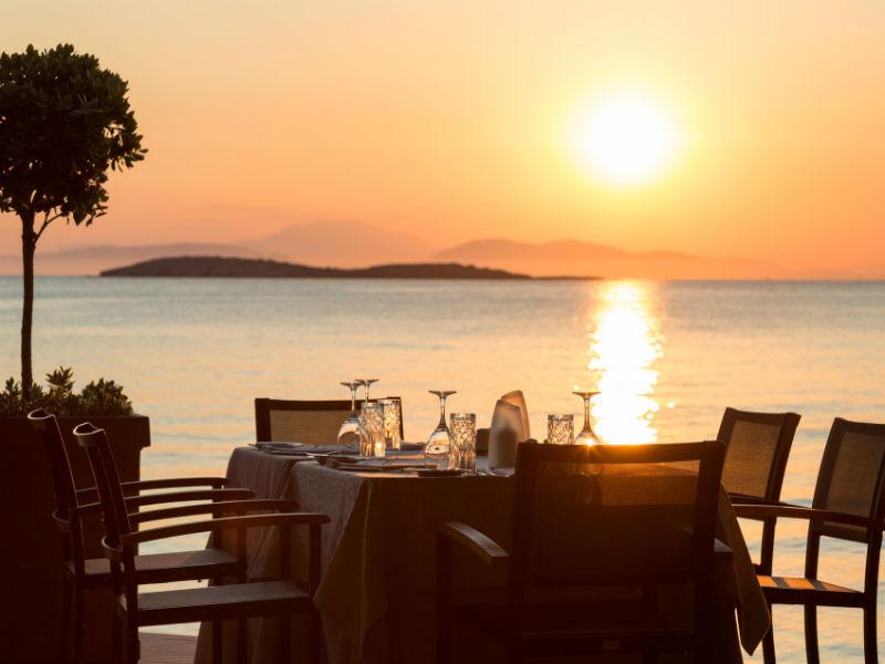 Κύμα ανανέωσης στο εστιατόριο Mythos by Divani! Μας καλωσορίζει με νέο καλοκαιρινό μενού!