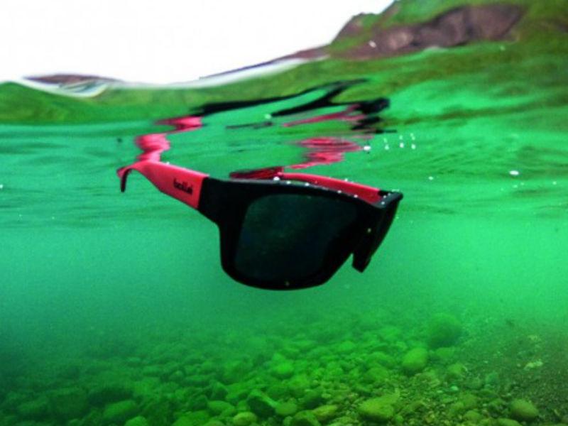 Bolle: Με αυτόν τον τρόπο δεν πρόκειται να ξανά χάσετε ποτέ τα γυαλιά σας στην θάλασσα!