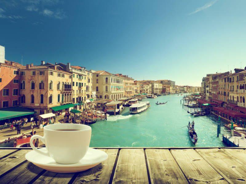 Οι Ιταλοί δεν πίνουν ποτέ καπουτσίνο μετά τις 11 το πρωί! Εσείς ξέρετε γιατί;