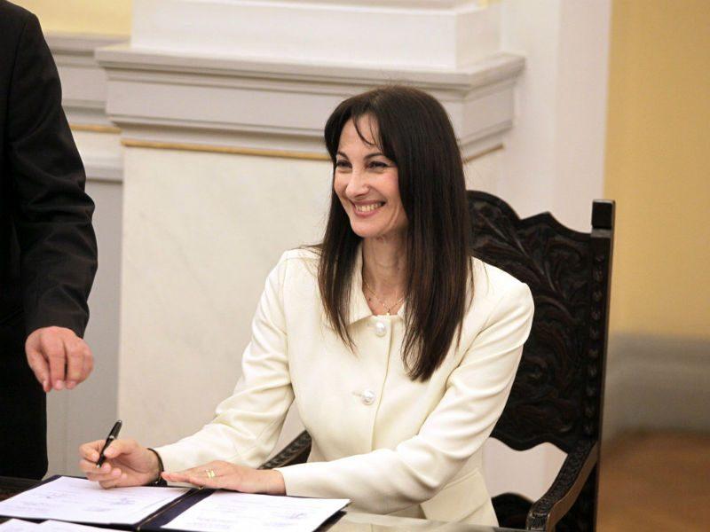 Χωρίς Υπουργό Τουρισμού η Ελλάδα - Παραιτήθηκε η Έλενα Κουντουρά