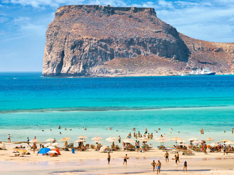 Guardian: Ποιες ελληνικές παραλίες βρέθηκαν στη λίστα με τις 40 καλύτερες στην Ευρώπη;