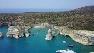 """Τα """"Μετέωρα"""" των Κυκλάδων είναι ένα από τα πιο πολυφωτογραφημένα τοπία της Ελλάδας! (βίντεο)"""