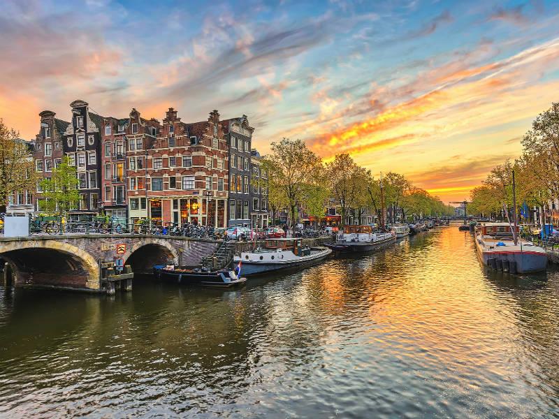 Ακριβότερο το ταξίδι στην Ολλανδία! Θα φορολογήσει τα αεροπορικά ταξίδια!