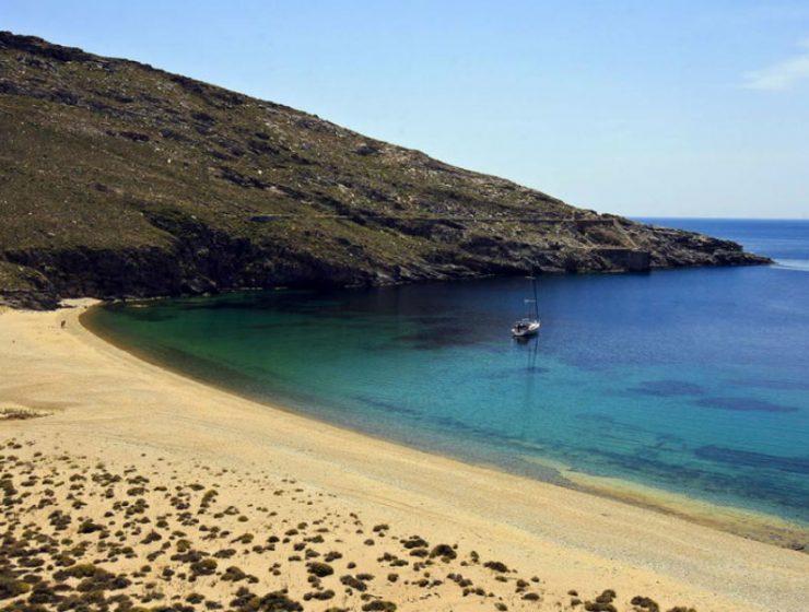 Η πρώτη ελληνική παραλία όπου απαγορεύεται το κάπνισμα