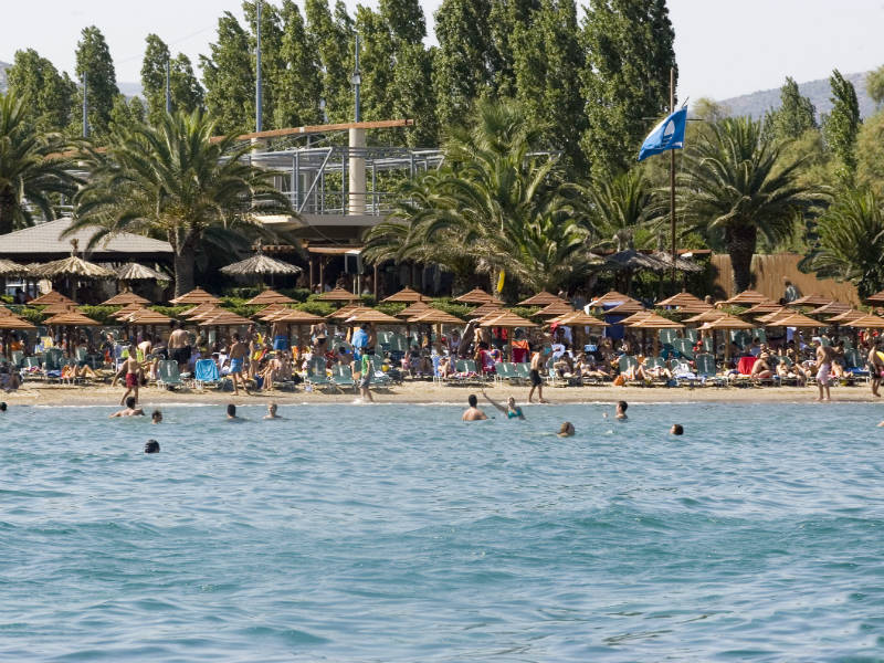 Οι πιο καθαρές παραλίες της Αττικής - Ποιες πήραν «Γαλάζια Σημαία» για το 2019;