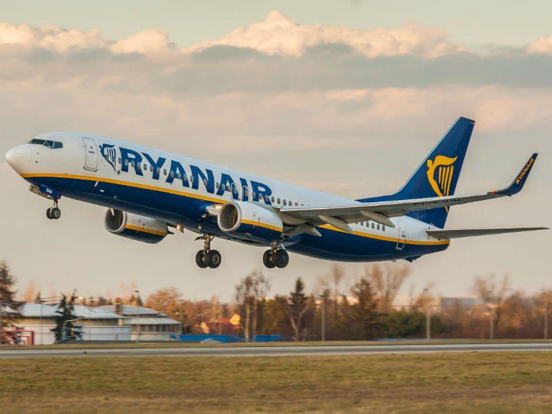 Ryanair αεροπλάνο - δρομολόγια - προσφορές