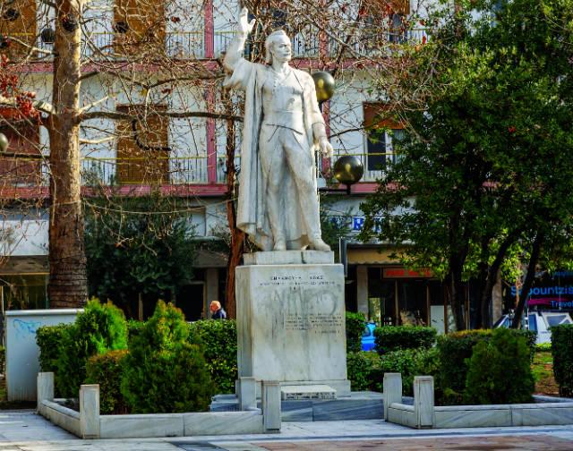 Άγαλμα του Εμμανουήλ Παπά, Σέρρες