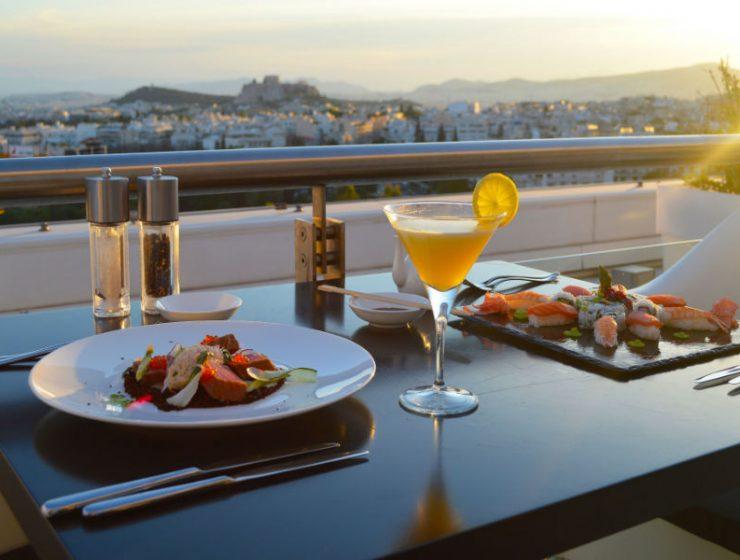 Galaxy Bar & Restaurant: Καλοκαιρινό μενού και νέα λίστα κοκτέιλ με θέα την Ακρόπολη!