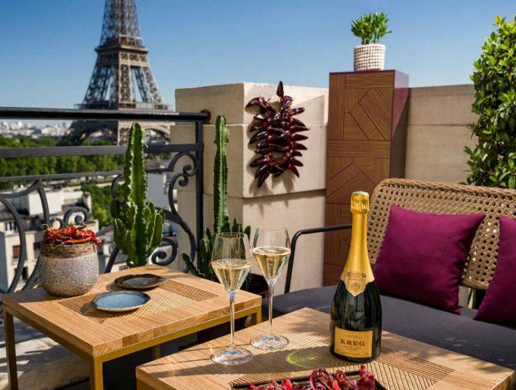Το champagne bar στο Παρίσι, που έχει ίσως την καλύτερη θέα στον Πύργο του Άιφελ!
