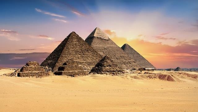 Πυραμίδα της Γκίζας - 7 θαύματα του κόσμου