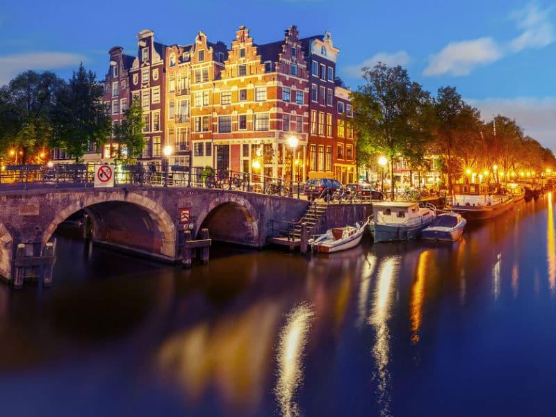 Χαμός στο Άμστερνταμ! Οι τουρίστες πληρώνουν 100€ για να…