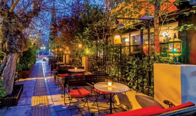B - Κουτί Art Bar Cafe Αθήνα