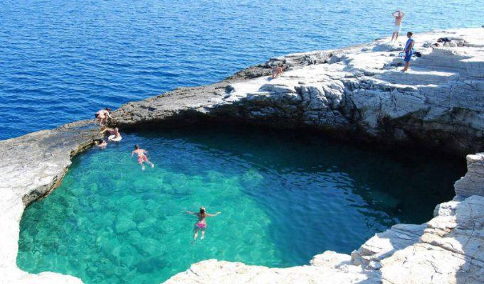 Γκιόλα - φυσική πισίνα Ελλάδα