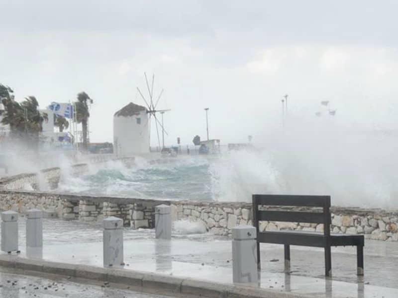 Καιρός: Στους 35 βαθμούς ο υδράργυρος με ισχυρούς ανέμους