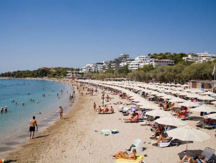 Σε αυτή την παραλία της Αττικής καλό είναι να προσέχετε τα πράγματά σας!