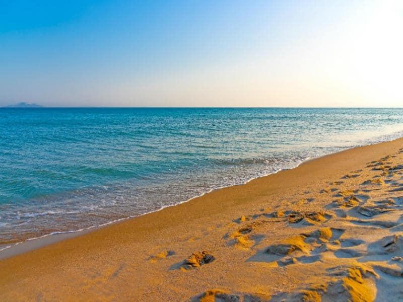 Υπουργείο Υγείας: Σε αυτά τα σημεία της Αττικής απαγορεύεται η κολύμβηση