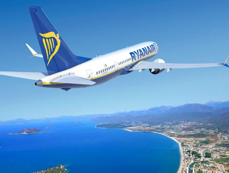 Ryanair, αεροσκάφος πάνω από τη θάλασσα - προσφορές