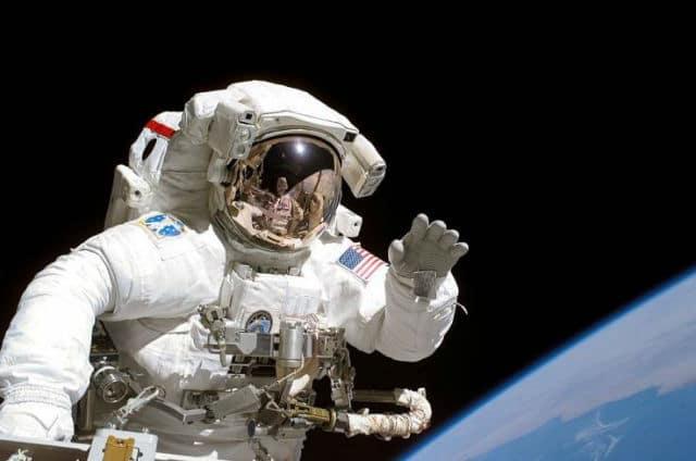 τουρίστες στο διάστημα
