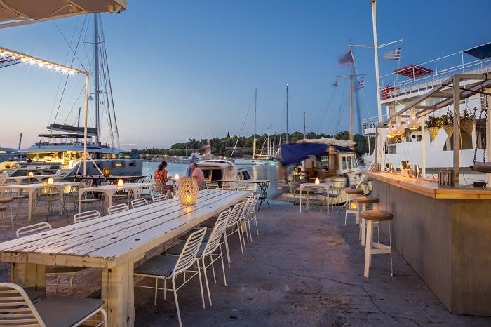 Άποψη από το εστιατόριο και cocktail Bikini