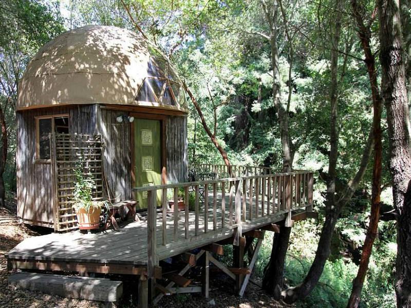 Απίστευτο! To πιο διάσημο σπίτι της Airbnb είναι μια... καλύβα!