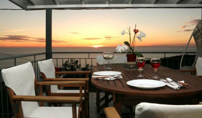 Αυτό το διαμέρισμα είναι το απόλυτο 10άρι της Λευκάδας! Η θέα του θα σας συναρπάσει