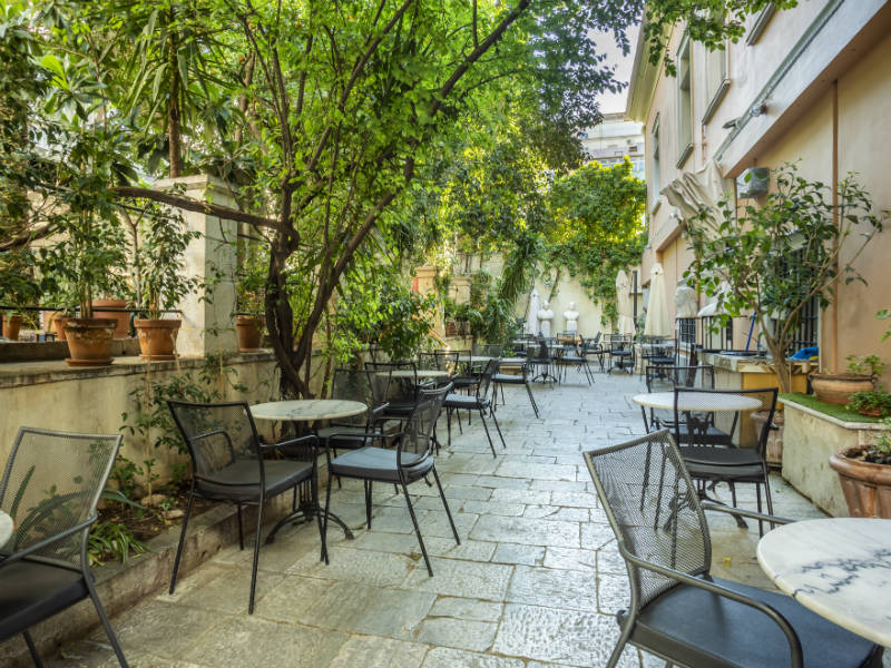 Black Duck Garden: Η βασιλική κατοικία της Αθήνας που μετατράπηκε σε μια