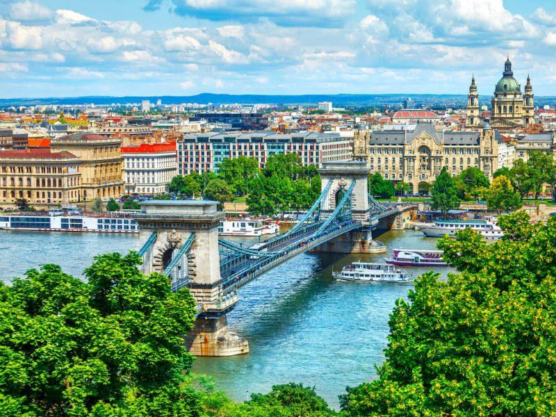 Βουδαπέστη με θέα τον Δούναβη