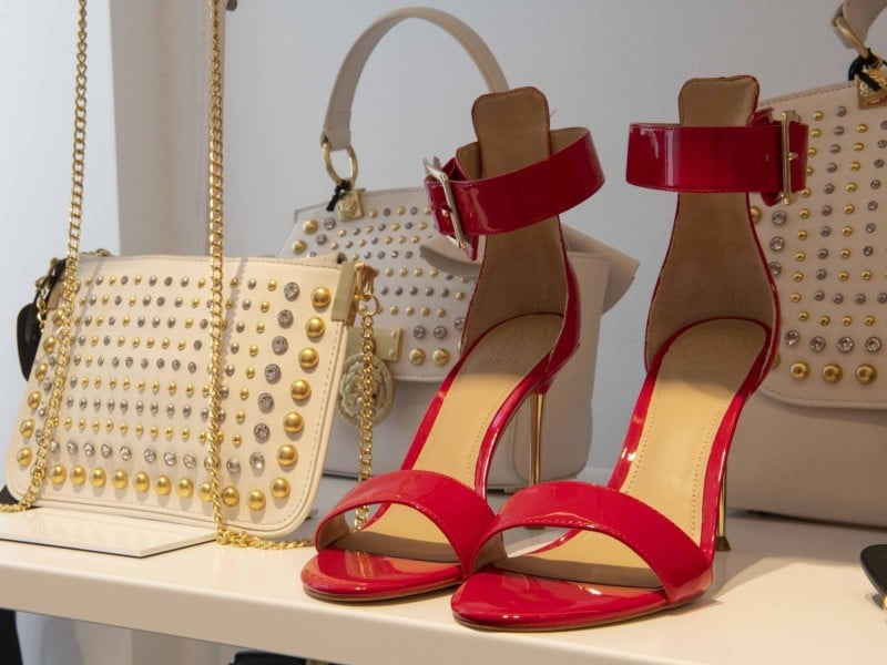 Γυναικεία παπούτσια GUESS