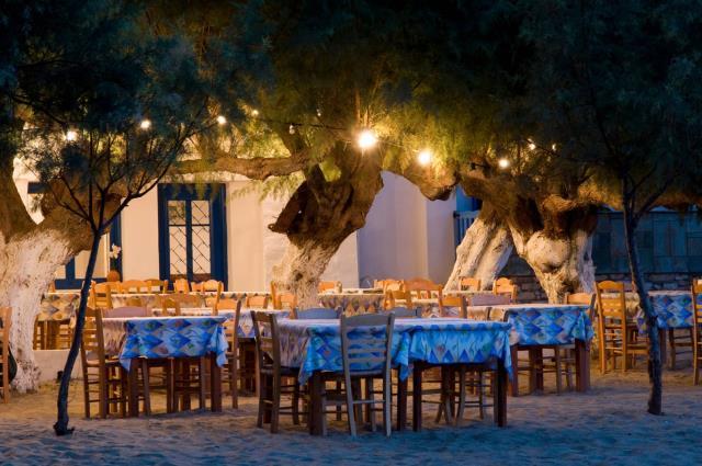 Πολλές παραδοσιακές ταβέρνες με ωραίο φαγητό θα βρείτε στη Σίφνο