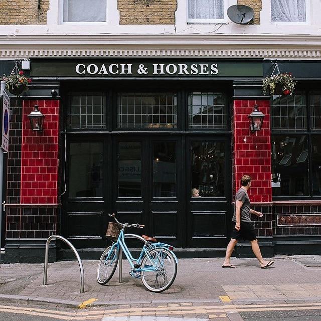 Η παμπ Coach & Horses