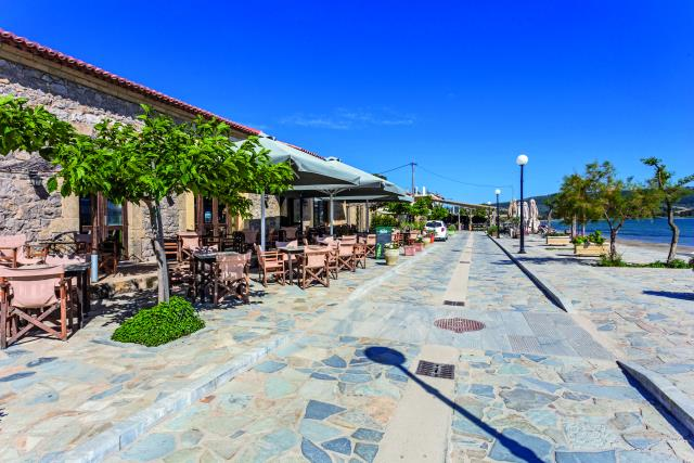 Καφενείο η Ακτή, Γιάλοβα, Μεσσηνία