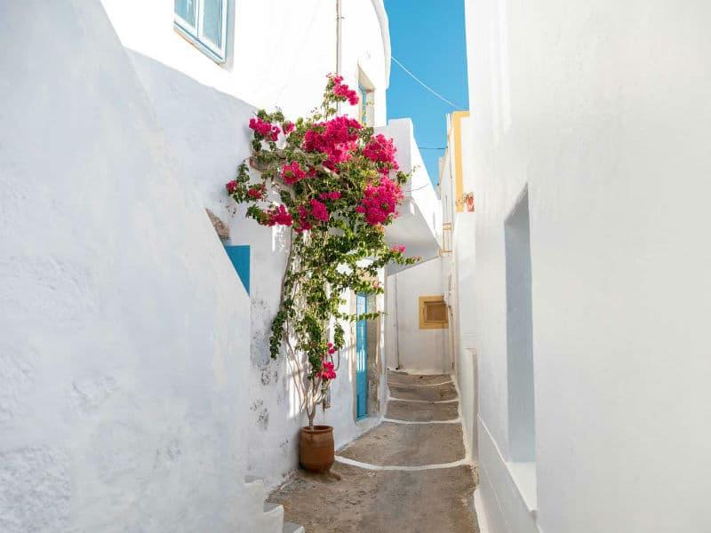 Μήλος: Όσα πρέπει να ξέρεις για ξενοδοχεία, φαγητό, αξιοθέατα, παραλίες, μυστικά…